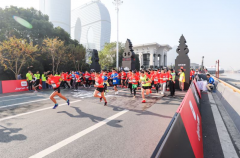 """专业铸就""""变强之路"""" 2019 UA RACE 10公里竞速跑杭州鸣枪开跑"""