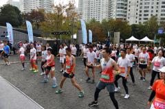 外企德科・2019上海中心国际垂直马拉松赛火热开跑 巅峰对决创造垂马赛事纪